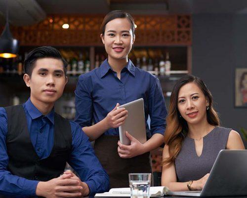 happy-restaurant-team-P325MTH