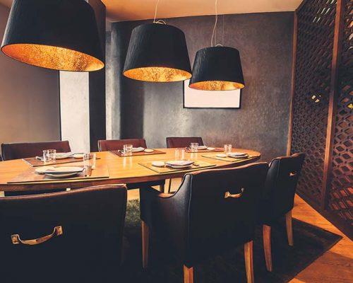 meeting-place-in-restaurant-PQGQSCU
